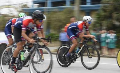 Giải đua xe đạp VTV - Cúp Tôn Hoa Sen 2020: Đội TP.HCM thắng chặng đồng đội tính giờ