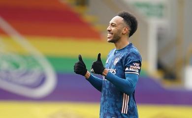 Aubameyang cùng Arsenal ghi bàn độc đáo trước Burnley