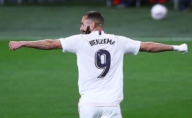 Benzema san bằng kỷ lục của Raul và gây sức ép với Messi