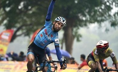 """Đánh bại """"Vua nước rút"""" Tấn Hoài, Loic Desriac thắng chặng 5 giải xe đạp Cúp Truyền hình HTV 2021"""