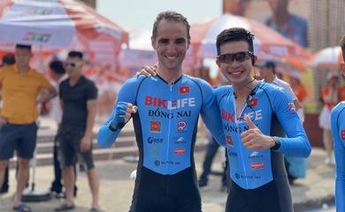 """Loic Desriac """"xé"""" áo vàng chặng đồng đội tính giờ giải xe đạp Cúp Truyền hình HTV 2021"""