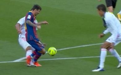 Barca liệu có mất phạt đền khi Casemiro đốn ngã Messi?