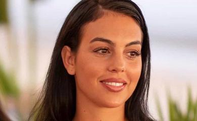 Bạn gái Ronaldo tắm nắng cũng diện đồng hồ đắt tiền