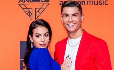Ronaldo cầu hôn bạn gái bằng chiếc nhẫn đắt giá nhất làng WAGs