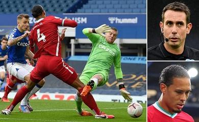 Liverpool sốc khi trọng tài… quên luật ở trận derby