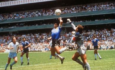 Maradona và 13 khoảnh khắc không giống ai trong cuộc đời
