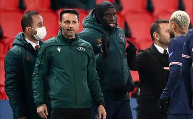 Trọng tài phân biệt chủng tộc ở Champions League không chịu nổi sức ép