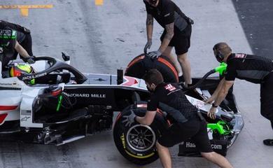 Đội đua F1 Haas gặp rắc rối: Xe có sẵn, nhưng không lắp máy vào được!