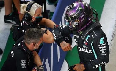 Lewis Hamilton chiếm pole ở Grand Prix Nga