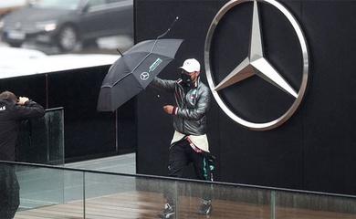 Lewis Hamilton dính COVID-19: Sakhir Grand Prix có gì đáng chú ý?