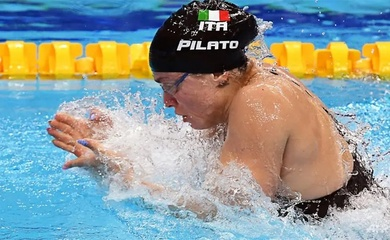 Thiếu nữ Ý phá kỷ lục thế giới 50m ếch