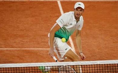 Kết quả đáng chú ý nhất vòng 1 Roland Garros: Medvedev đúng là vô duyên trên sân đất nện!