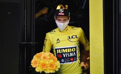 Sốc nặng tại Tour de France: Quan chức của Liên đoàn Xe đạp thế giới phá hỏng xe của áo vàng Roglic!