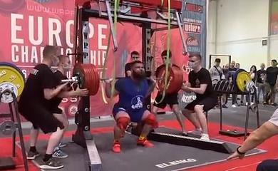 Kinh hoàng lực sĩ gãy gập hai gối khi gánh tạ 400kg