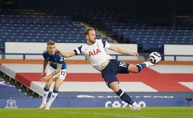 Harry Kane đi vào lịch sử Ngoại hạng Anh bằng cú đúp đặc biệt