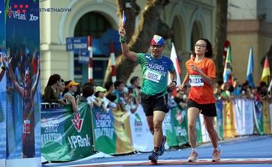 Chùm ảnh: Khoảnh khắc về đích ấn tượng tại VPBank Hanoi Marathon 2019