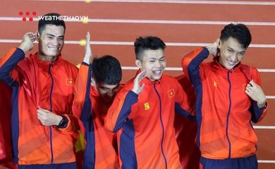Màn vuốt tóc ăn mừng chất lừ của các soái ca điền kinh tại SEA Games 30