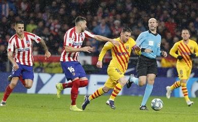 Messi và mối quan hệ kỳ lạ với trọng tài ở trận Barca vs Atletico
