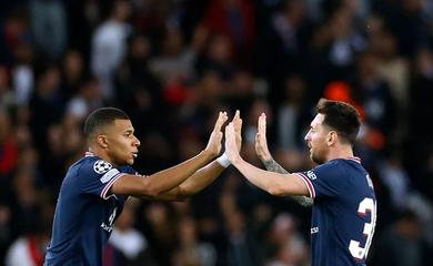 Messi 30 lần nhường đá phạt đền cho những đồng đội nào?