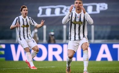 Ronaldo phung phí cơ hội ghi bàn khó tin trước Napoli