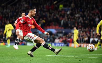 Bàn thắng của Ronaldo cho MU trước Villarreal lẽ ra không được tính?