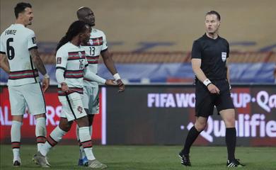 Trọng tài phải trả giá khi từ chối bàn thắng của Cristiano Ronaldo