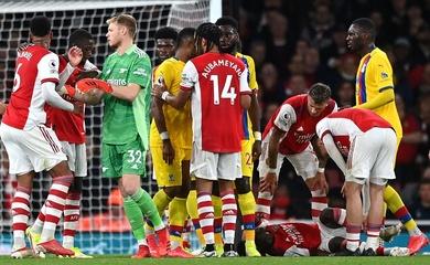 Ngôi sao Arsenal chấn thương sau cú đá kiểu MMA của Palace