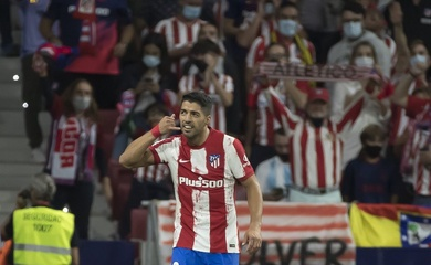 """Suarez giải thích về cử chỉ """"gọi điện"""" gây tranh cãi trước Barca"""