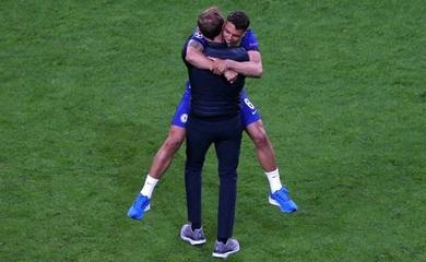 """""""Đôi giày may mắn"""" của Tuchel truyền cảm hứng cho Chelsea"""