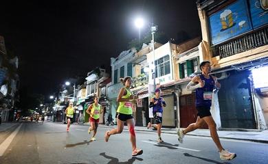 Giải marathon đầu tiên ở Việt Nam lập kỷ lục gần 3000 người chạy 42km