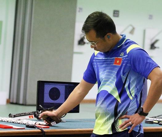 Xạ thủ vô địch Olympic Hoàng Xuân Vinh lại thua đau ở giải vô địch châu Á