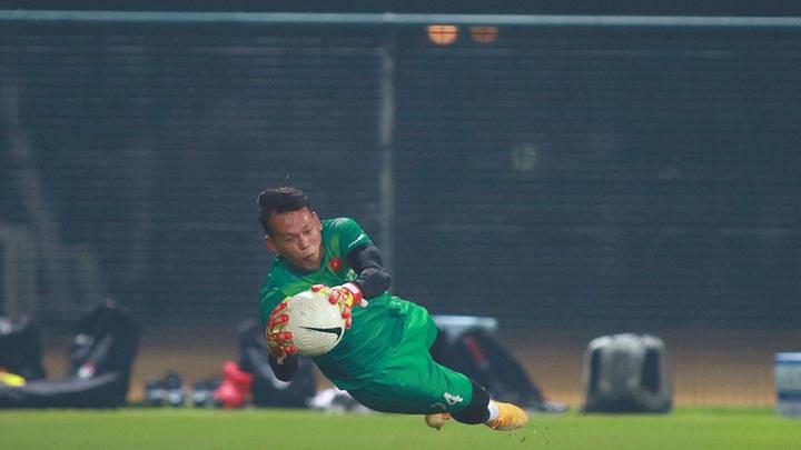 Bùi Tấn Trường cứu thua thứ 4 châu Á ở vòng loại World Cup 2022
