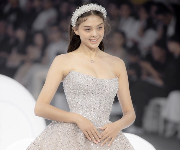 Bạn gái người Ukraine của Bùi Tiến Dũng diện váy cưới lộng lẫy