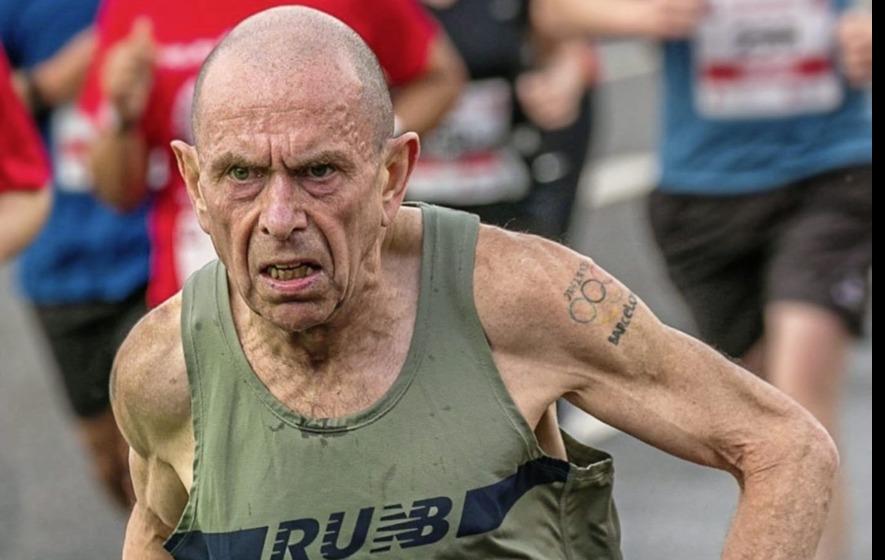 Ông già phá kỷ lục thế giới marathon trên 60 tuổi, nhanh hơn nhóm giành huy chương SEA Games