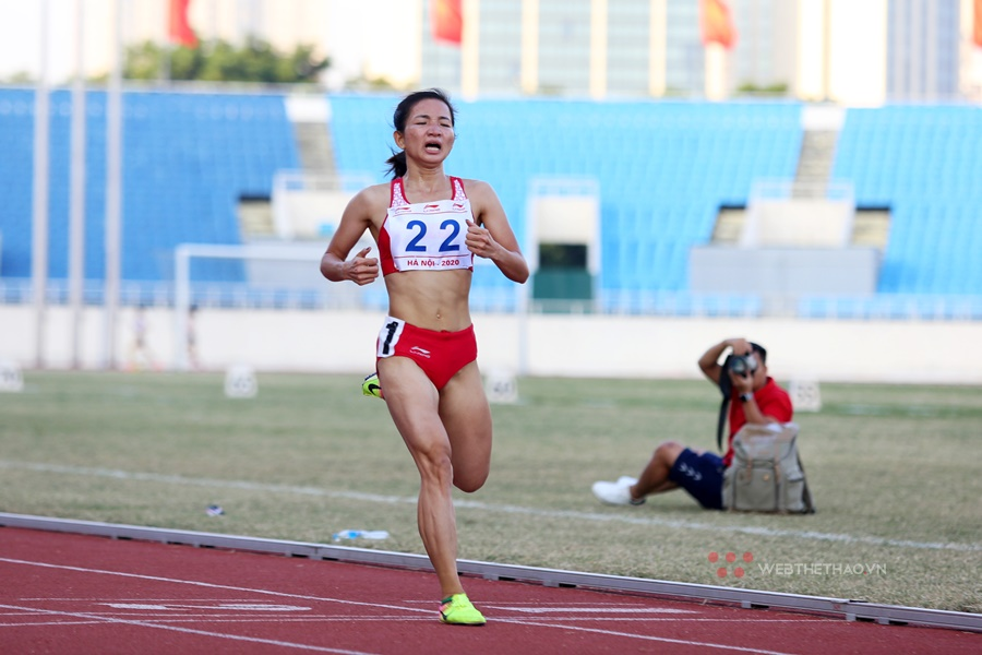 Nguyễn Thị Oanh vừa chạy vừa khóc, phá sâu kỷ lục quốc gia 10.000m tồn tại 17 năm