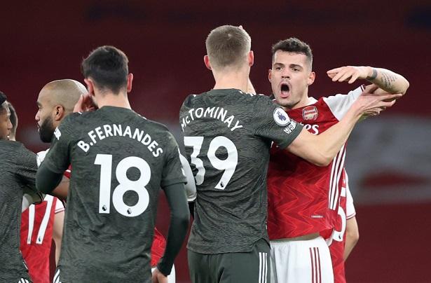 Fernandes thoát nhận thẻ dù phạm lỗi thô thiển trước Arsenal
