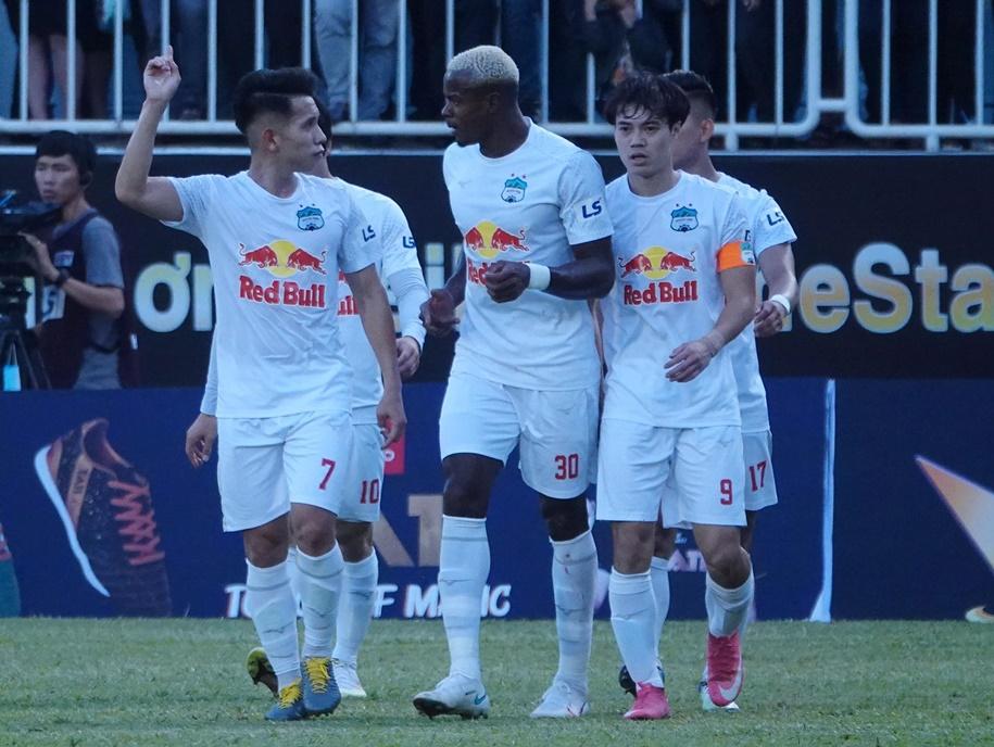 Dẫn trước 3-0, HAGL vẫn thắng nghẹt thở đến khó tin trước Nam Định