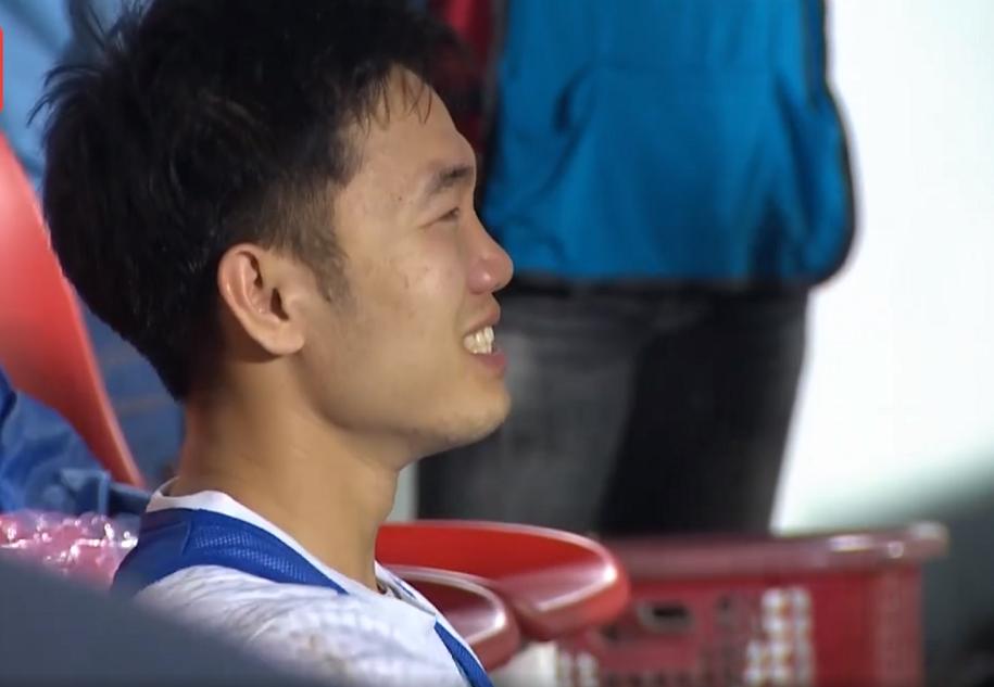 Video: Xuân Trường khóc nức nở sau khi cùng HAGL đánh bại Hà Nội FC