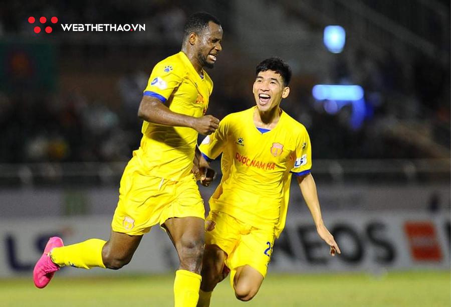 Vua phá lưới V.League 2021: Konan vượt mặt Văn Toàn