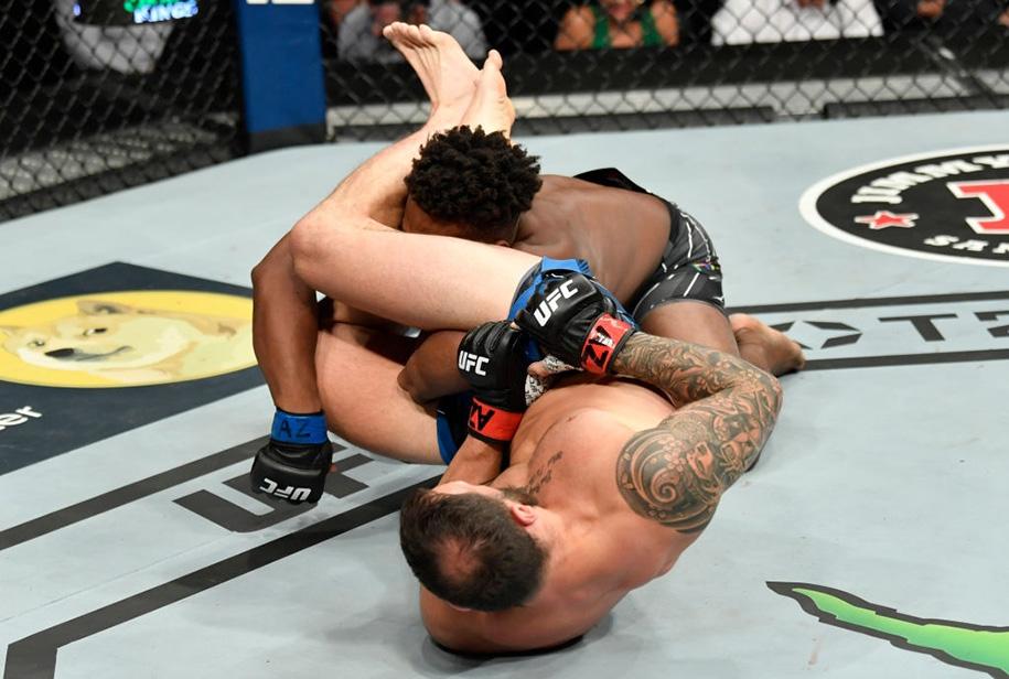 UFC 263: Paul Craig bẻ gãy tay kinh hoàng, phá vỡ chuỗi bất bại của Jamahal Hill