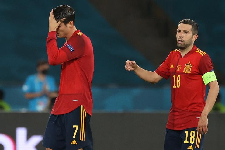 Tây Ban Nha kiểm soát bóng kỷ lục... vẫn bất lực trước Thụy Điển
