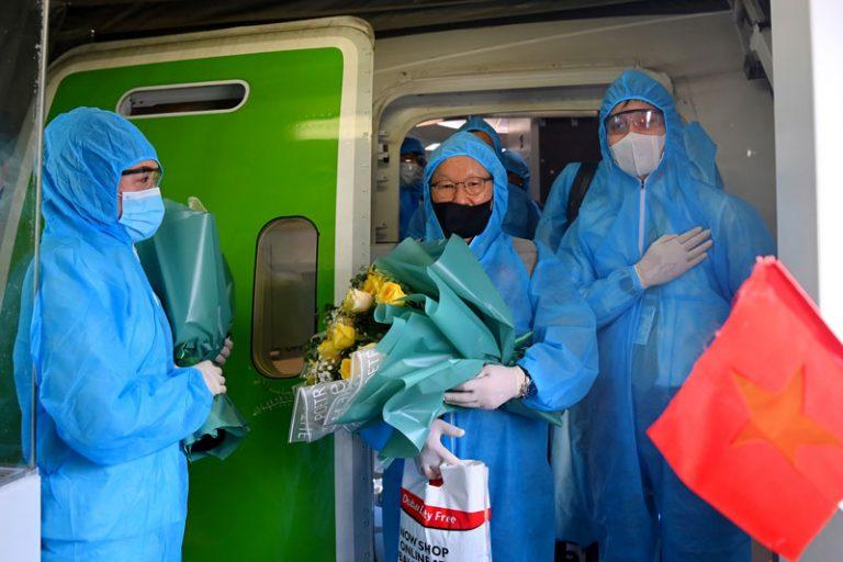 Chuyến bay chở ĐT Việt Nam về từ UAE có hai ca nhiễm COVID-19