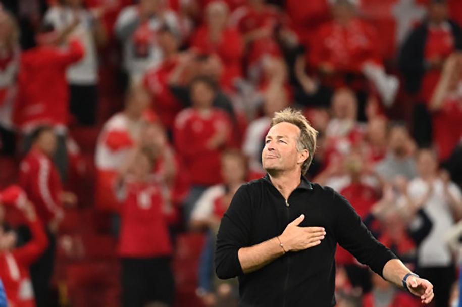 """HLV Đan Mạch tiết lộ điều """"chưa từng làm trong đời"""" sau trận thắng Nga"""