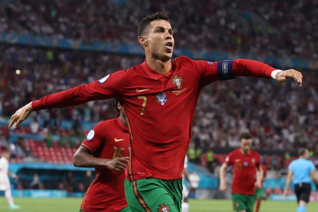 Ronaldo san bằng kỷ lục ghi bàn mọi thời đại của Ali Daei