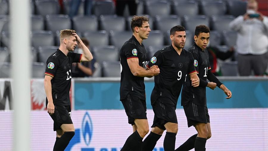 HLV Joachim Loew cảnh báo hàng thủ của tuyển Đức trước trận gặp Anh