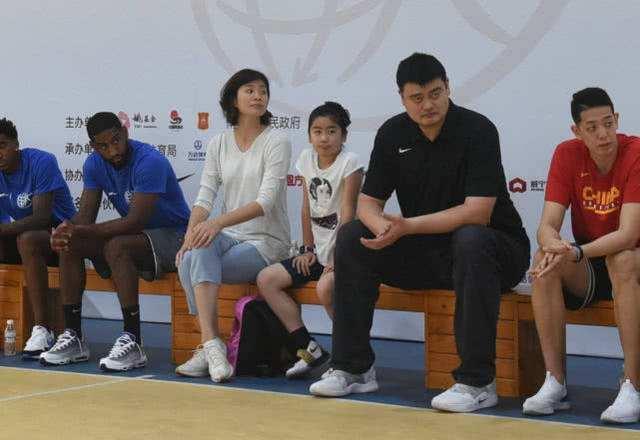 Cán mốc 1m80 ở bậc Tiểu học, con gái Yao Ming khiến CĐM Trung Quốc phát cuồng