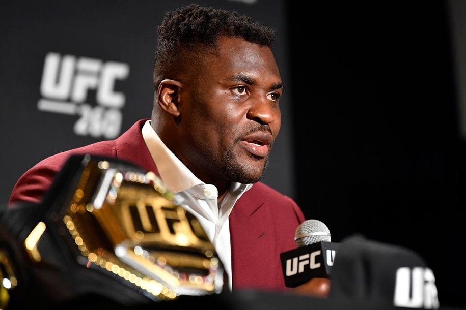 Francis Ngannou phản ứng với trận tranh đai ở UFC 265: