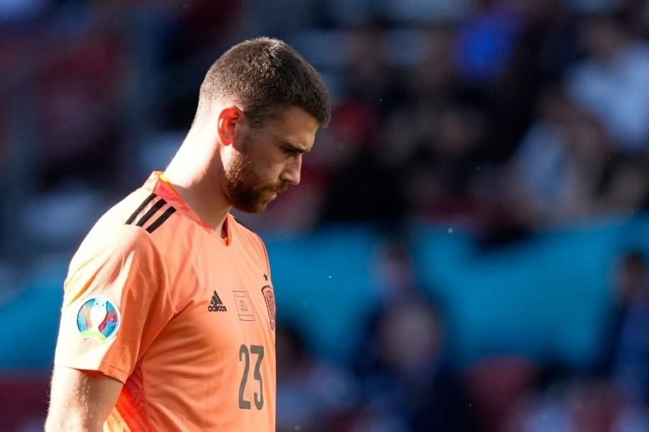 Thủ môn ĐT Tây Ban Nha giày vò bản thân với sai lầm tai hại trận Croatia