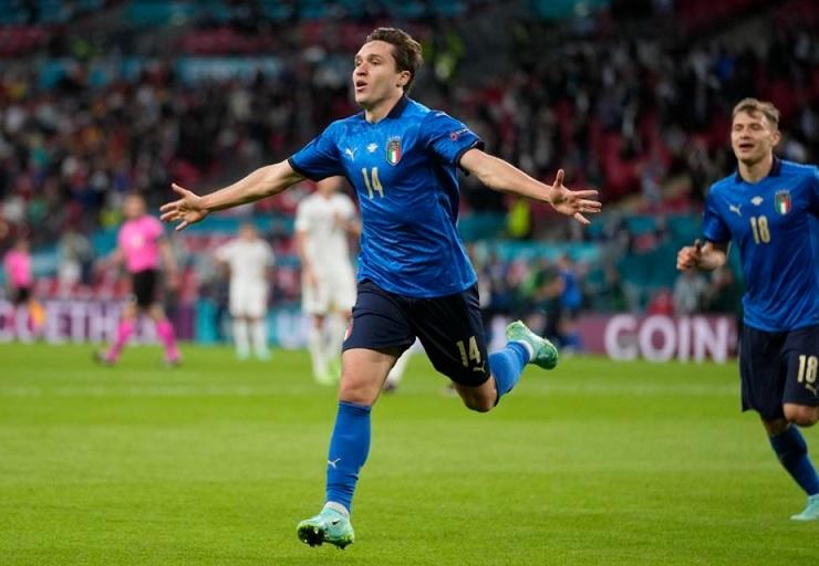 Italia ghi bàn bằng phản công chớp nhoáng với 4 cầu thủ