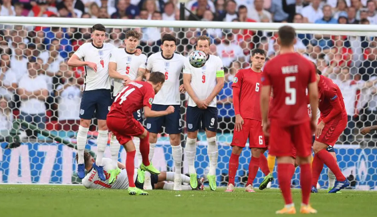 Damsgaard của Đan Mạch lập siêu phẩm đá phạt đầu tiên tại EURO 2021